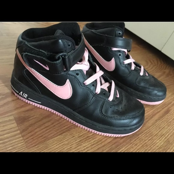 Women's vintage Air Force 1 Mid black and pink